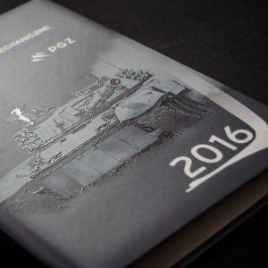 Kalendarze książkowe - lakier piaskowy