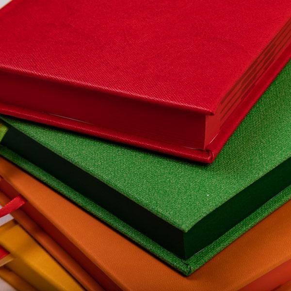 kalendarz książkowy barwiony krawędzie bloku