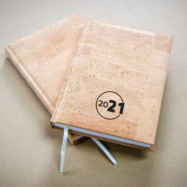 kalendarz-ekologiczny-okladka-korek