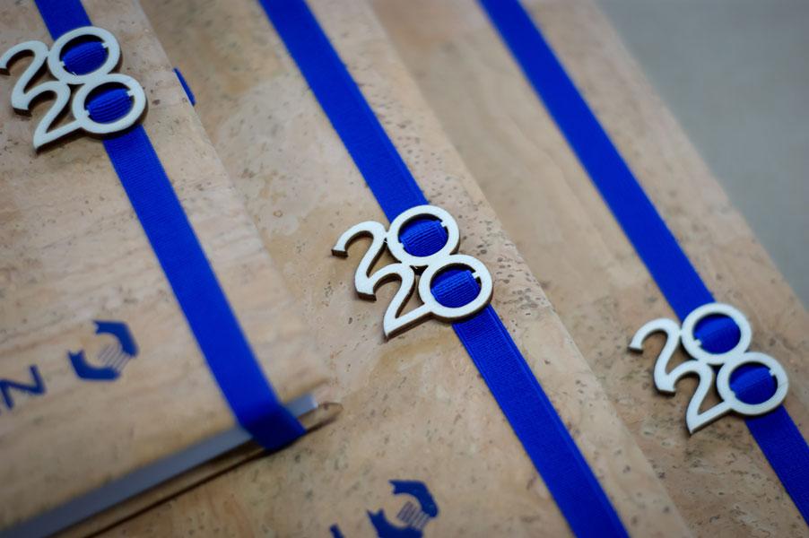 Eko znacznik z datą umieszczony na gumce kalendarza książkowego
